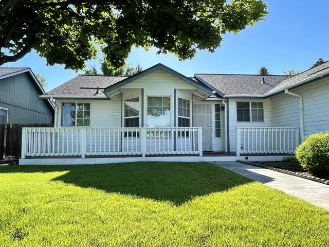 2040 SW 29th Street, Redmond, OR 97756 (MLS #220123994) :: Bend Relo at Fred Real Estate Group