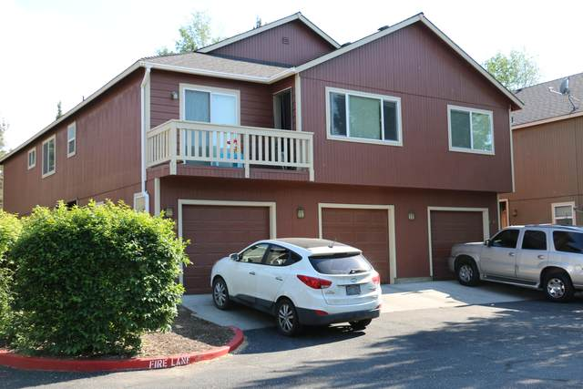 2043 SW Canyon Drive, Redmond, OR 97756 (MLS #220124192) :: Schaake Capital Group