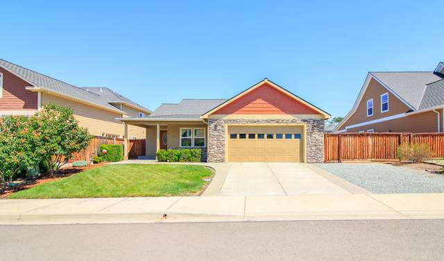 1955 Rabun Way, Central Point, OR 97502 (MLS #220124223) :: Schaake Capital Group