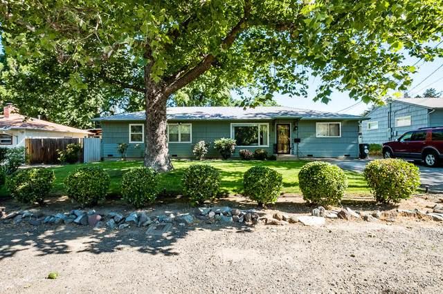 1717 Oregon Avenue, Medford, OR 97504 (MLS #220124400) :: Berkshire Hathaway HomeServices Northwest Real Estate