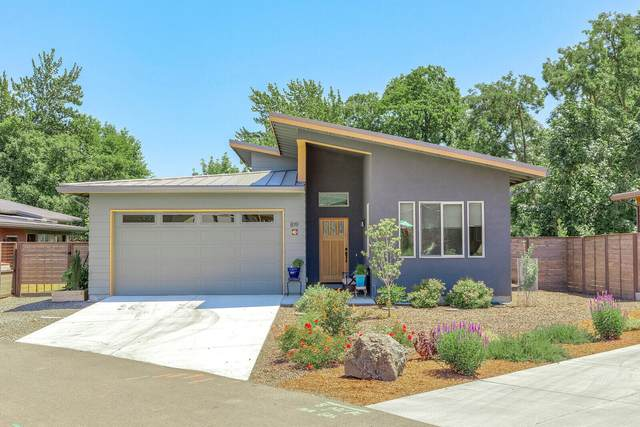 819 Briggs Lane, Ashland, OR 97520 (MLS #220124488) :: Coldwell Banker Sun Country Realty, Inc.