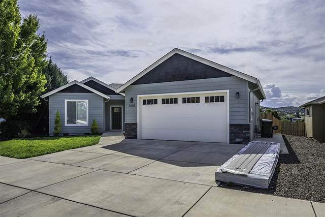 569 N Heights Drive, Eagle Point, OR 97524 (MLS #220124670) :: Bend Homes Now
