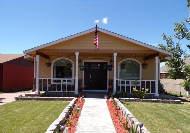 831 NW Ewen Street, Prineville, OR 97754 (MLS #220124677) :: Bend Relo at Fred Real Estate Group