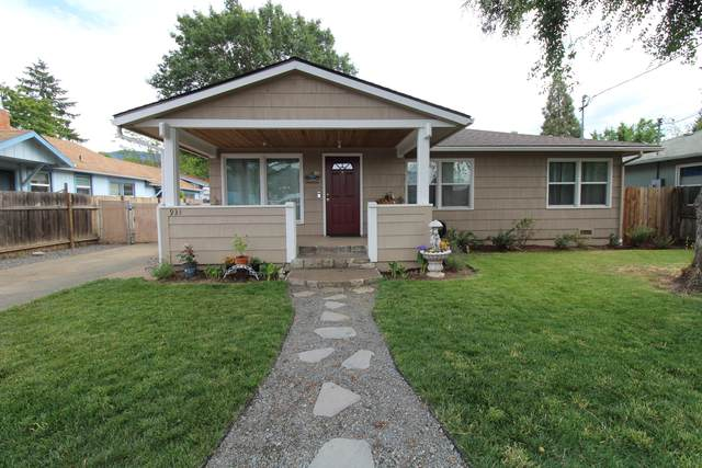 931 SE M Street, Grants Pass, OR 97526 (MLS #220124700) :: FORD REAL ESTATE