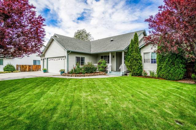 2728 NW Canyon Drive, Redmond, OR 97756 (MLS #220124721) :: Bend Homes Now