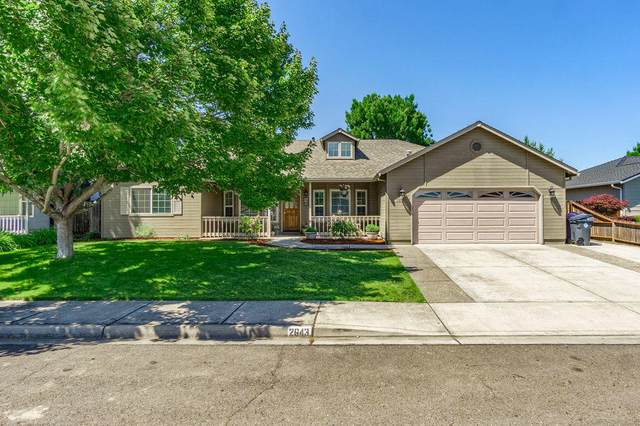 2643 St James Way, Central Point, OR 97502 (MLS #220124771) :: Bend Relo at Fred Real Estate Group