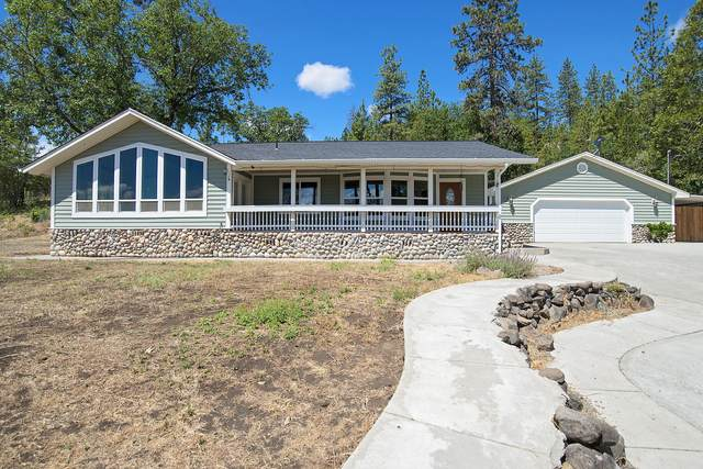 585 Crescent Drive, Eagle Point, OR 97524 (MLS #220124778) :: FORD REAL ESTATE