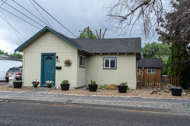 1124 SW Cascade Avenue, Redmond, OR 97756 (MLS #220124812) :: Coldwell Banker Sun Country Realty, Inc.