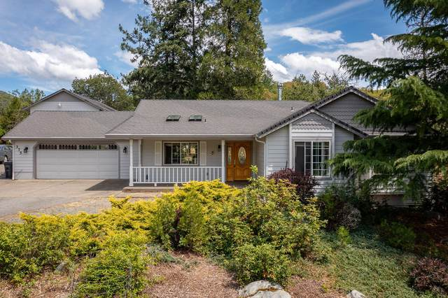 375 Appaloosa Lane, Grants Pass, OR 97526 (MLS #220124858) :: Berkshire Hathaway HomeServices Northwest Real Estate