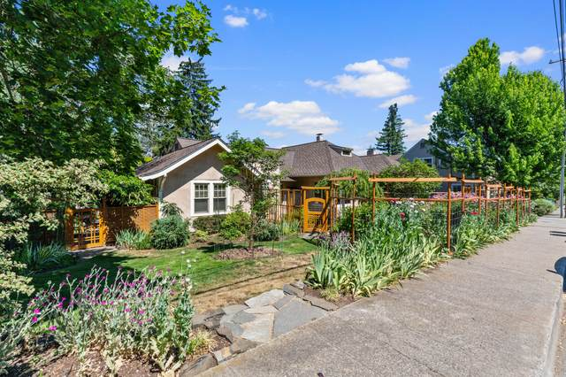 122 High Street, Ashland, OR 97520 (MLS #220124909) :: Bend Relo at Fred Real Estate Group