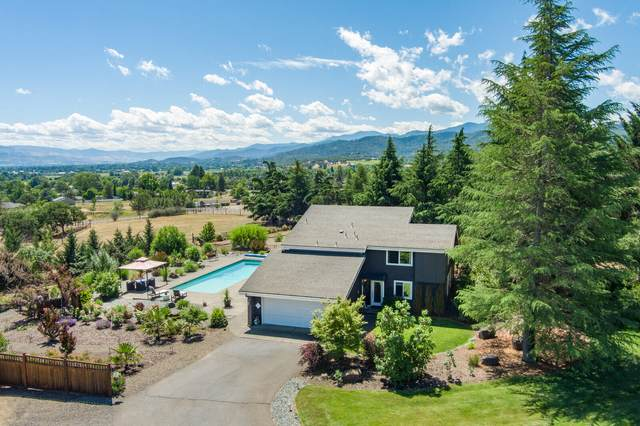 3715 Livingston Way, Central Point, OR 97502 (MLS #220124917) :: Bend Relo at Fred Real Estate Group