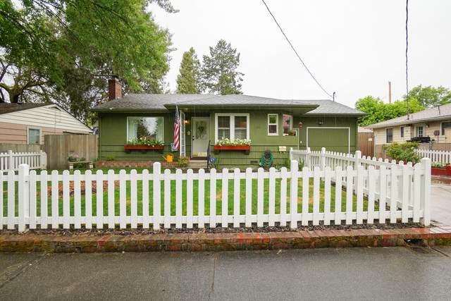 436 NE Baker Drive, Grants Pass, OR 97526 (MLS #220124934) :: Berkshire Hathaway HomeServices Northwest Real Estate