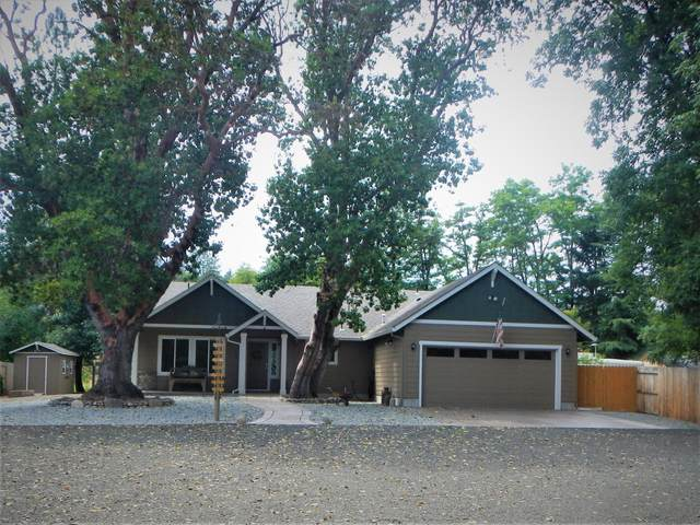 410 Park Drive, Shady Cove, OR 97539 (MLS #220124945) :: Bend Relo at Fred Real Estate Group