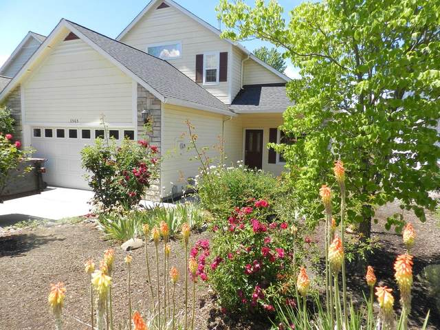3565 S Village Drive, Medford, OR 97504 (MLS #220124948) :: Bend Relo at Fred Real Estate Group