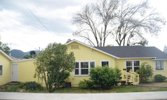 1007 NE Hefley Street, Grants Pass, OR 97526 (MLS #220124950) :: The Ladd Group