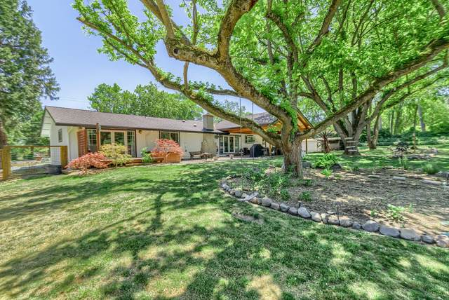 2050 Magnolia Avenue, Medford, OR 97501 (MLS #220124963) :: Bend Relo at Fred Real Estate Group
