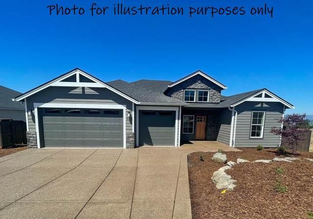581 La Strada Circle, Medford, OR 97504 (MLS #220124990) :: Premiere Property Group, LLC