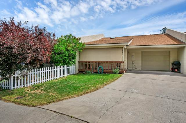 908 SE Stratford Court, Bend, OR 97701 (MLS #220124998) :: Schaake Capital Group