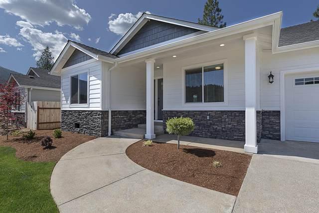206 Retirement Lane, Cave Junction, OR 97523 (MLS #220125016) :: Berkshire Hathaway HomeServices Northwest Real Estate