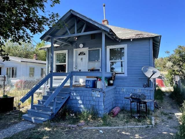 2027 Main Street, Klamath Falls, OR 97601 (MLS #220125024) :: Keller Williams Realty Central Oregon