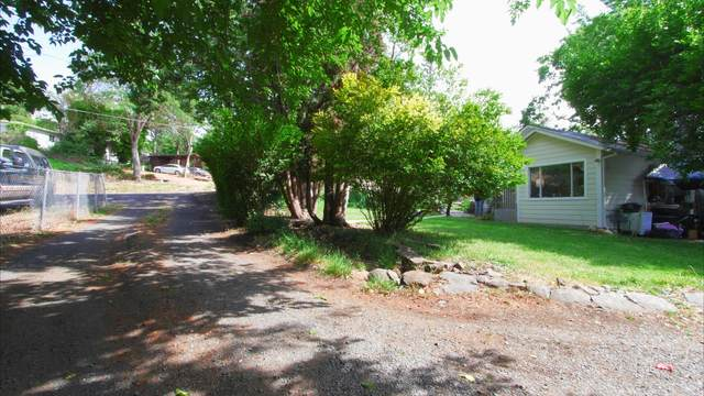 278 E Main Street, Eagle Point, OR 97524 (MLS #220125040) :: FORD REAL ESTATE