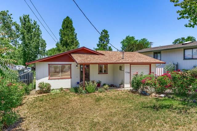 1367 Lawnridge Street, Medford, OR 97504 (MLS #220125048) :: Keller Williams Realty Central Oregon