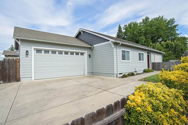 141 Alta Lane, Central Point, OR 97502 (MLS #220125054) :: FORD REAL ESTATE