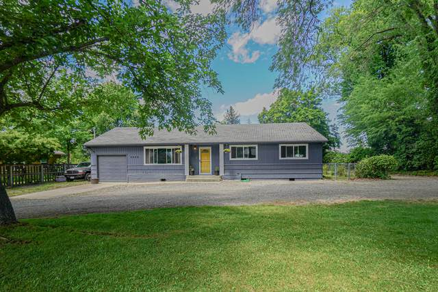 2928 Madrona Lane, Medford, OR 97501 (MLS #220125111) :: Coldwell Banker Sun Country Realty, Inc.