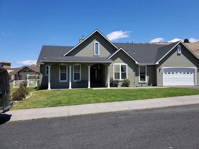 1807 Harmony Lane, Klamath Falls, OR 97601 (MLS #220125116) :: Coldwell Banker Bain