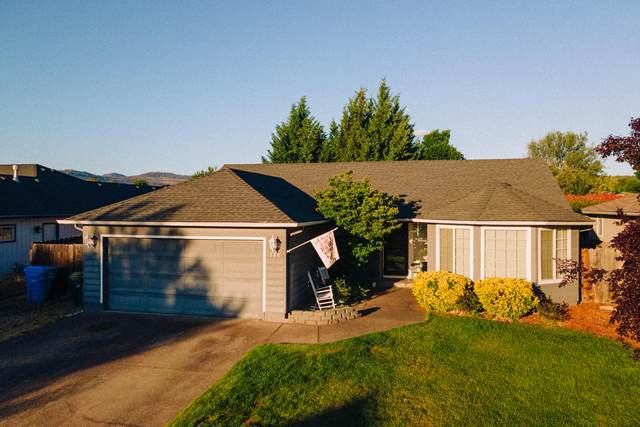 338 Candis Drive, Eagle Point, OR 97524 (MLS #220125129) :: FORD REAL ESTATE