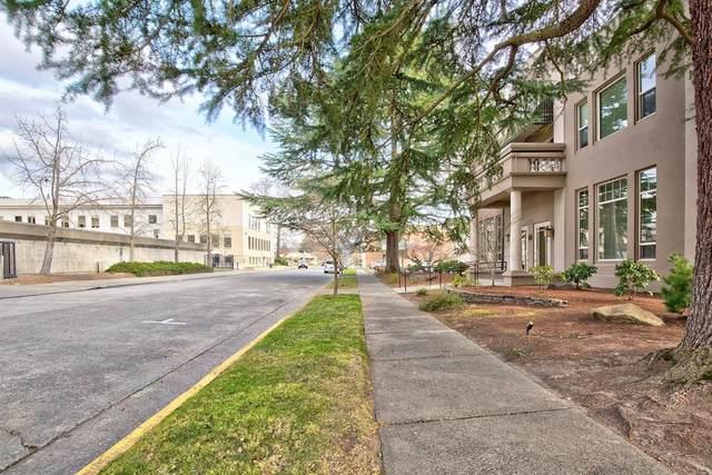 141 NW C Street, Grants Pass, OR 97526 (MLS #220125146) :: Chris Scott, Central Oregon Valley Brokers