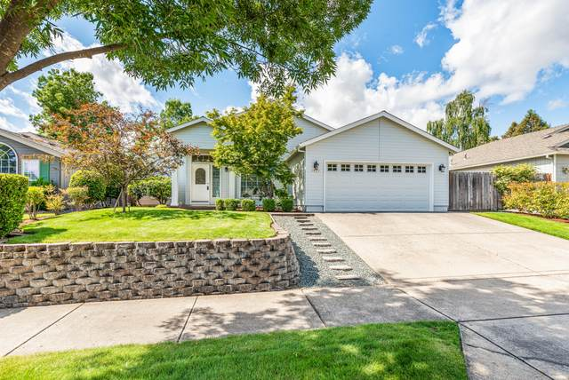 1727 Fiona Lane, Medford, OR 97501 (MLS #220125149) :: Coldwell Banker Sun Country Realty, Inc.