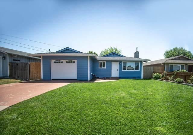 2048 Bradbury Street, Medford, OR 97504 (MLS #220125171) :: Chris Scott, Central Oregon Valley Brokers