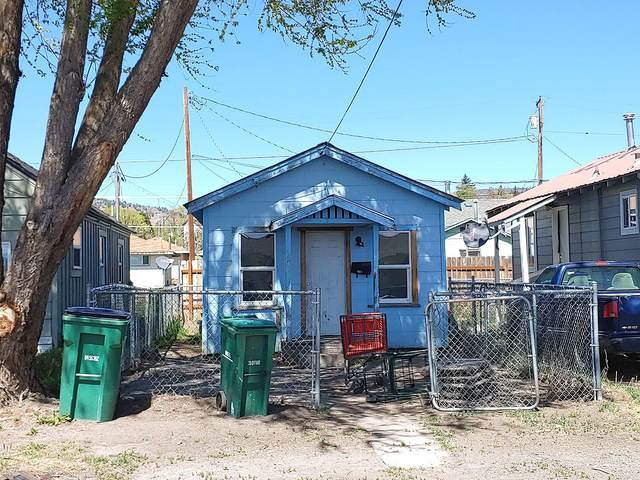 251 Martin Street, Klamath Falls, OR 97601 (MLS #220125180) :: Schaake Capital Group