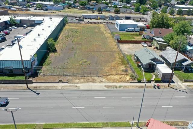 819 N Central Avenue, Medford, OR 97501 (MLS #220125181) :: Chris Scott, Central Oregon Valley Brokers