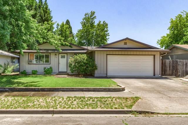 150 Dan Avenue, Medford, OR 97501 (MLS #220125188) :: Coldwell Banker Bain