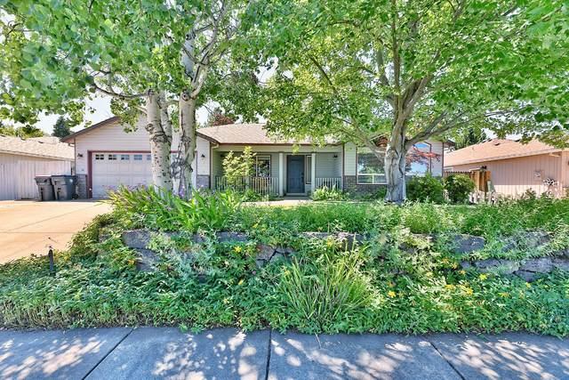 2128 Terrel Drive, Medford, OR 97501 (MLS #220125191) :: Chris Scott, Central Oregon Valley Brokers