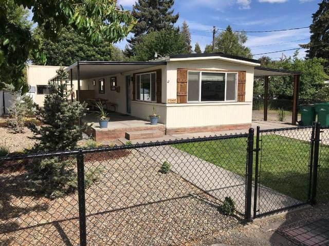 2407 Gettle Street, Klamath Falls, OR 97603 (MLS #220125214) :: Team Birtola | High Desert Realty