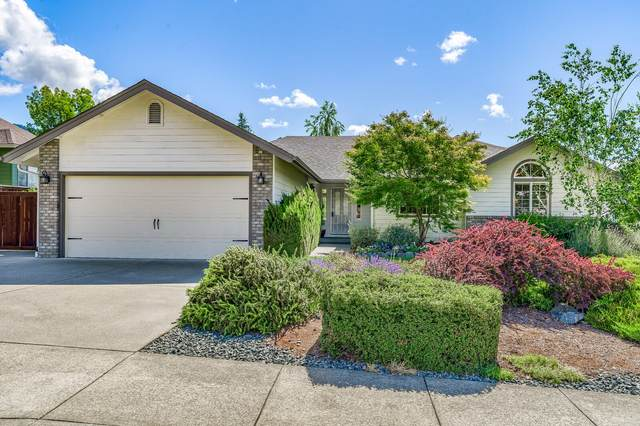 2001 NW Crown Street, Grants Pass, OR 97526 (MLS #220125225) :: Chris Scott, Central Oregon Valley Brokers