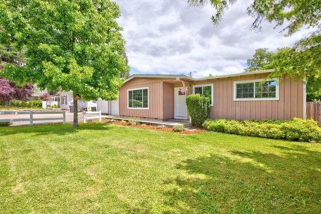 1069 SE Clarey Avenue, Grants Pass, OR 97526 (MLS #220125226) :: Chris Scott, Central Oregon Valley Brokers