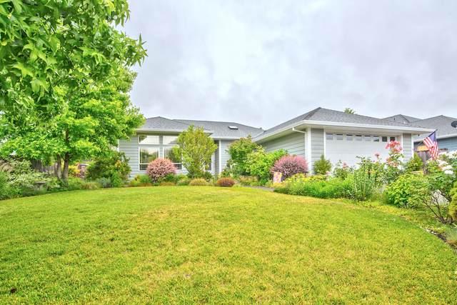 2757 Florer Drive, Grants Pass, OR 97527 (MLS #220125244) :: Chris Scott, Central Oregon Valley Brokers