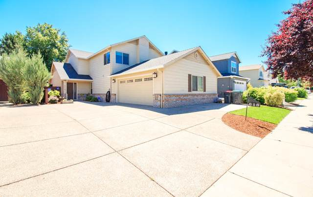 618 Spring Valley Drive, Medford, OR 97501 (MLS #220125259) :: Team Birtola | High Desert Realty