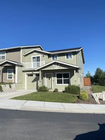 270 Dunthorpe Drive, Medford, OR 97504 (MLS #220125271) :: Chris Scott, Central Oregon Valley Brokers