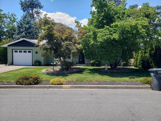 1402 NW Hawthorne Avenue, Grants Pass, OR 97526 (MLS #220125279) :: Chris Scott, Central Oregon Valley Brokers