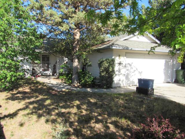 1053 SW Kenwood Drive, Madras, OR 97741 (MLS #220125308) :: Coldwell Banker Bain
