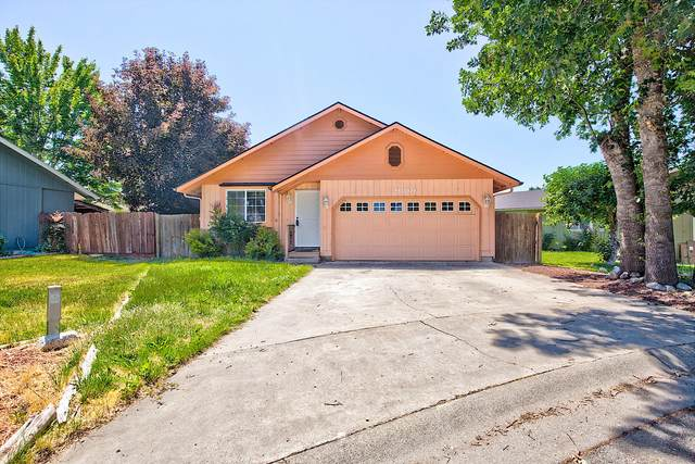 2900 Raywood Circle, Grants Pass, OR 97527 (MLS #220125316) :: Chris Scott, Central Oregon Valley Brokers