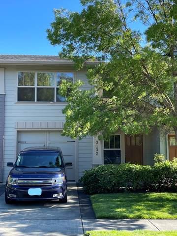 3132 Alameda Street, Medford, OR 97504 (MLS #220125345) :: Coldwell Banker Bain