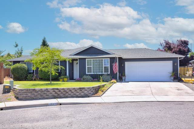 1247 Daisy Circle, Central Point, OR 97502 (MLS #220125359) :: The Riley Group