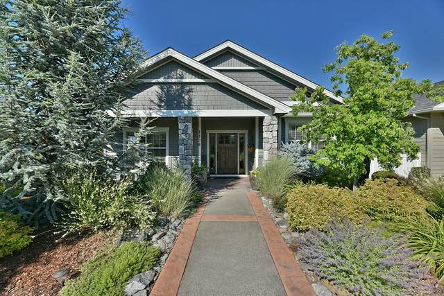 1136 Boulder Ridge Street, Central Point, OR 97502 (MLS #220125394) :: Coldwell Banker Bain