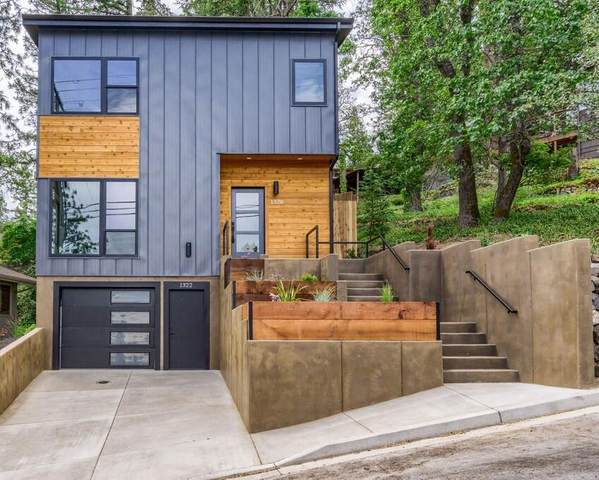 1320 Oregon Street, Ashland, OR 97520 (MLS #220125399) :: Coldwell Banker Bain